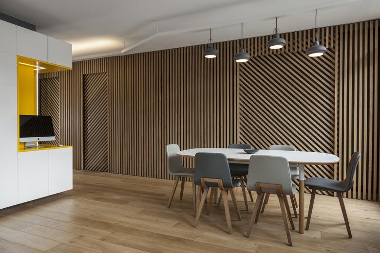 Optimiser l 39 espace d 39 un appartement 3 pi ces des ann es 70 paris Salle a manger parquet bois