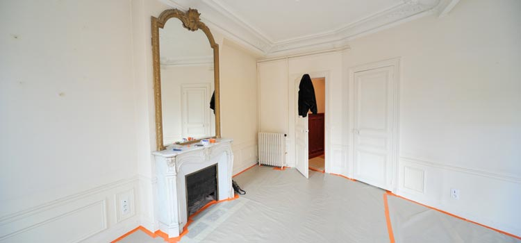 courtier en travaux lors d 39 un chantier paris. Black Bedroom Furniture Sets. Home Design Ideas