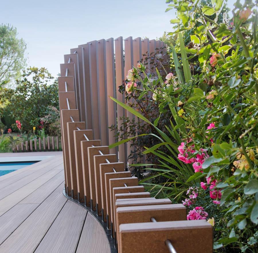 Amenagement Jardin Avec Piscine Bois rénovation d'un jardin avec piscine 500 m² en photos avant-après