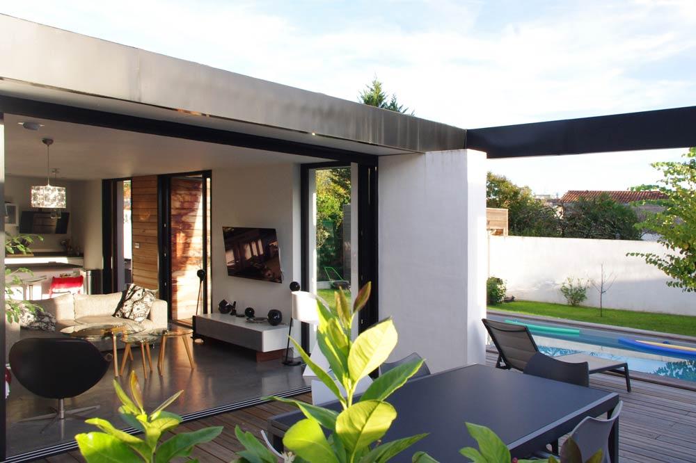 Aménagement d'une terrasse par un architecte spécialiste des rénovations de maison