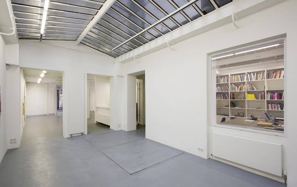 Architecture d'une galerie d'art contemporain dans un style white cube