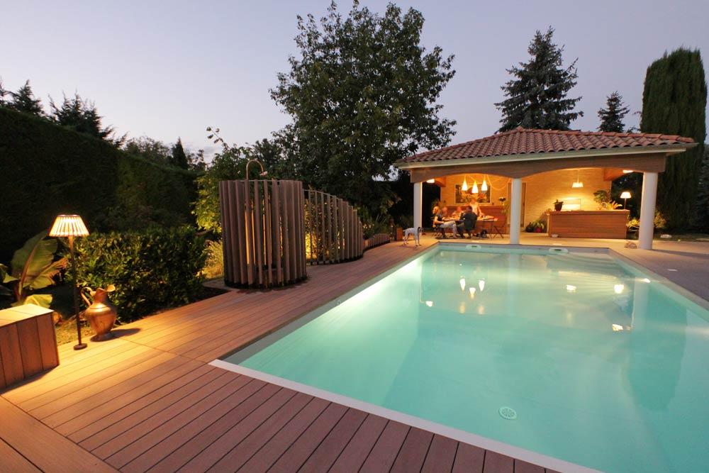 Jardin avec piscine et cuisine d'été rénové par un jardinier paysagiste