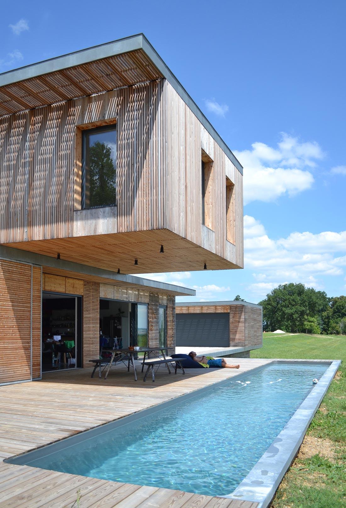 Maison d'architecte avec piscine et terrasse