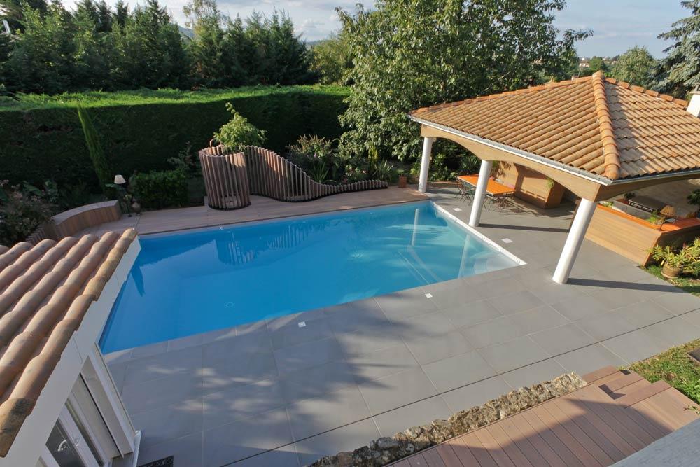 Rénovation d'un jardin avec piscine extérieur et cuisine d'été